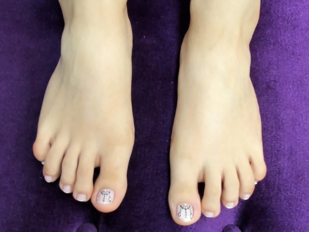 Serve my feet like a sissy